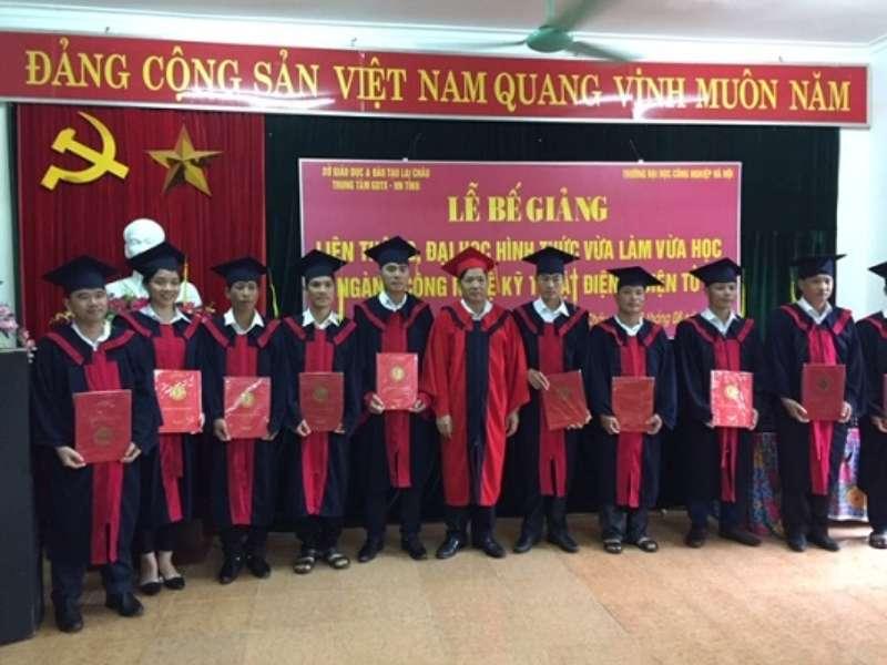 Bế giảng và trao bằng tốt nghiệp đại học vừa làm vừa học tại Trung tâm GDTX – HN Lai Châu